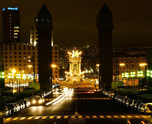 Trabajar de noche en barcelona for Tomar algo en barcelona noche